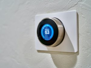 hvac-thermostat-on-wall-of-home